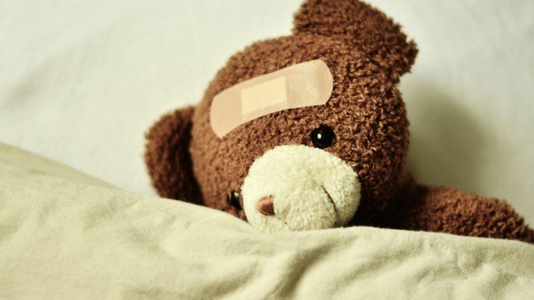 """""""Was tut Dir denn weh?"""" Von kranken Kindern und hilflosen Mamas"""